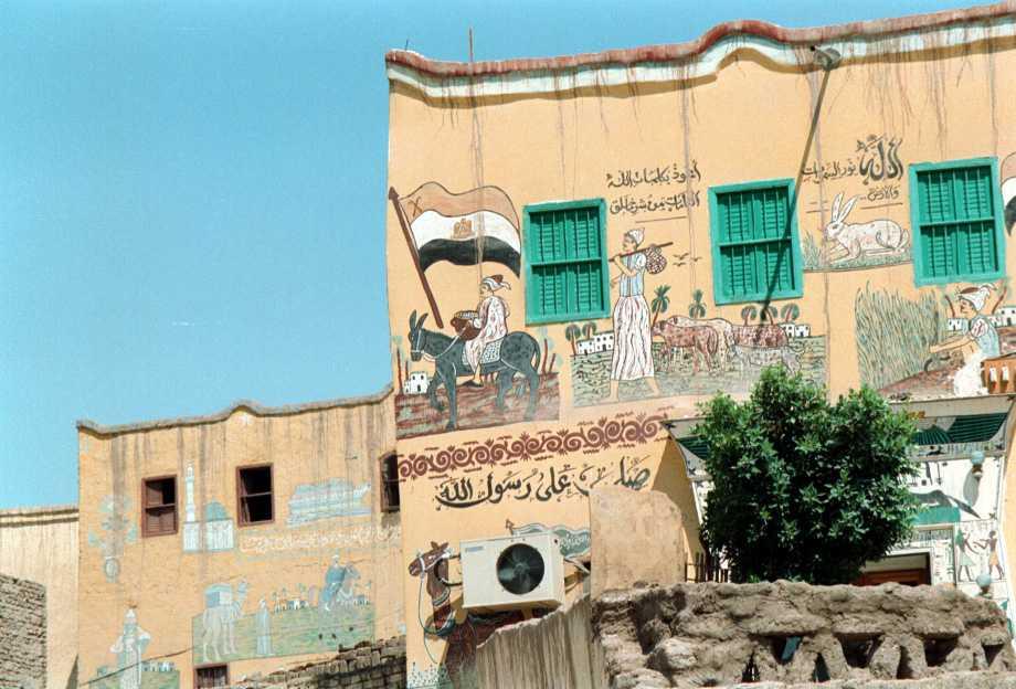 Chi abita in questa casa ha dipinto sulle pareti le - Chi ha dipinto il bagno turco ...
